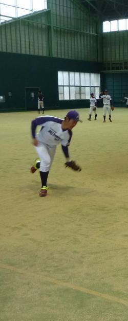軽快なフットワークの守備を見せる中野選手