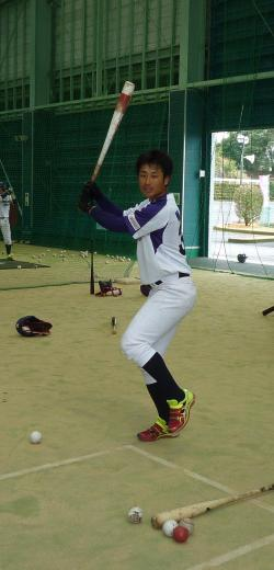課題の打撃に取り組む中野選手